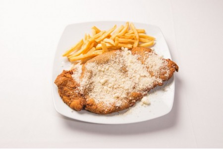 37. Milanesa con patatas fritas